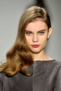 Hot off the runway: strong brows and berry lips at Pamella Roland