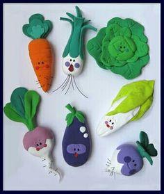 Inspiration for tiny felt veggies Cute Polymer Clay, Cute Clay, Polymer Clay Dolls, Polymer Clay Miniatures, Polymer Clay Projects, Diy Clay, Clay Crafts, Felt Crafts, Fun Crafts To Do