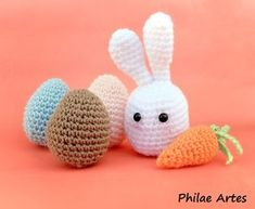 Please, do not sell this pattern. It was made by me and I want it free…always! Are you ready for Easter? Materials that you will use: – yarns; – acrylic fiber (to stuff); – a pair of black safety e…