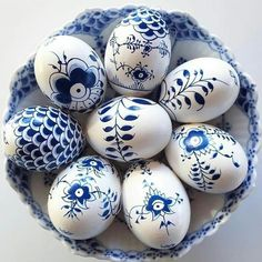 Beginning Easter week with these stunning Royal Copenhagen-inspired blue-and-white beauties by 💙💙💙 Easter Monday, Easter Weekend, Hoppy Easter, Easter Eggs, Easter Food, Easter Egg Designs, Easter 2018, Egg Art, Egg Decorating