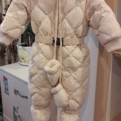 Одежда и обувь - зимний комбинезон унисекс. очень теплый,мех отстегивается.состояние хорошее