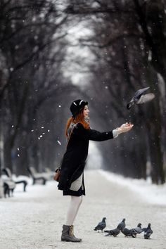Feeding the birds in the winter by Roman Kargapolov Winter Beauty, Jolie Photo, Winter Scenes, Snow Scenes, Winter Christmas, Winter Fun, Winter Snow, Winter Walk, Christmas Scenes