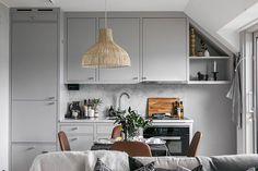 〚 Cozy small attic apartment in Stockholm sqm) 〛 ◾ Photos ◾Ideas◾ Design Seaside Apartment, Attic Apartment, Apartment Interior, Apartment Design, Apartment Living, Attic Bedroom Small, Scandinavian Apartment, Attic Design, Duplex