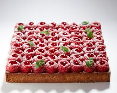 Raspberry Tart - La Patisserie by Cyril Lignac French Desserts, Just Desserts, Delicious Desserts, Dessert Recipes, Yummy Food, French Patisserie, Patisserie Design, French Pastries, Sweet Tarts