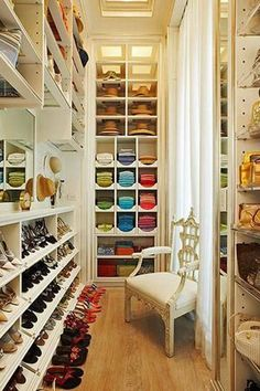 This closet inspiration will have you ready to re-do your Dream Closet [Promotional Pin]