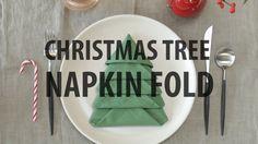 Christmas Tree Napkin Fold. Come piegare un tovagliolo a forma di albero di Natale.