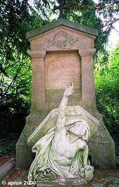 Jules Verne's grave - La Madeleine cemetery, Amiens