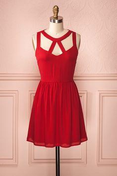Drew Scarlet ♥ La riche couleur de cette robe ne vous laissera pas passer inaperçue. The rich colour of this dress will not let anyone outshine you.