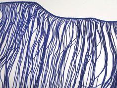 Franjas em poliéster (Azul). Franjas em poliéster coloridas. Faz composê com diversos tecidos da Kite. Fácil de aplicar e manusear!  Composição: 100% Poliéster Largura: 0,20m (variação: 0,19 a 0,21) Gramatura: 279 g/m2 (variação 275 a 283) Gramatura linear: 56 g/ml Encolhimento médio: 3%