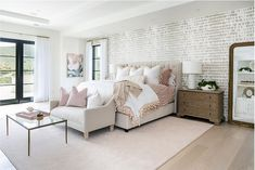 Pink And Beige Bedroom, White And Pink Bedding, White Wall Bedroom, Black And White Pillows, Beige Headboard, Beige Curtains, Beige Pillows, Beige Sofa, Beige Bed Covers