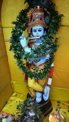 Cute Krishna, Krishna Krishna, Bhagavata Purana, Lord Krishna Hd Wallpaper, The Mahabharata, Blue Balloons, Goddess Lakshmi, Lord Vishnu, God Pictures