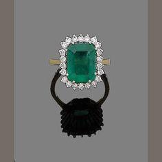 Bonhams 1793 : A gold, emerald and diamond cluster ring