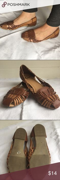 🛍Brown Sandals To toned faux leather brown flat sandals. In EUC. ➕Bundle for discounts! Report Shoes Sandals