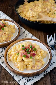 Cheddar Bacon Macaroni and Cheese - this easy & gooey dinner can be on the table in under 30 minutes. Great recipe for busy nights!