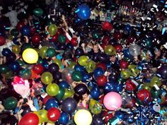 Colorful balloon drops for New Year's Eve or any other event will get the crowd fired up! | Balloons by Tommy | #balloonsbytommy