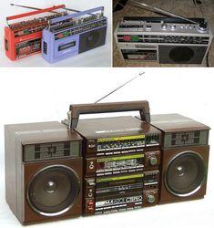 Кассетник. Мечта любого пацана в 80-е. Круто было пройтись с друзьями по району с кассетником на плече, из динамика которого раздавалось голосом Цоя «Только капля за каплей из крана вода, только капля за каплей из времени дни...» Или взять с собой в поездку всем классом в Домбай или Архыз Radios, Tv Mount Over Fireplace, Diy Speakers, Tape Recorder, Hifi Audio, Mounted Tv, Computer Case, Boombox, Audio System