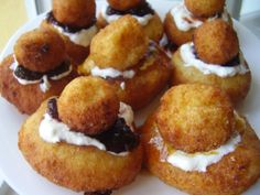 """28 Romanian Foods The Whole World Should Know (Pictured: Papanash with cow cheese and blueberries – """"Papanași cu brânză de vaci și affine"""") Romanian Desserts, Romanian Food, Romanian Recipes, Romanian Sausage Recipe, Cow Cheese, Sausage Recipes, Nutritious Meals, Blueberries, Sweet Treats"""