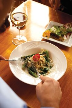 Black Pepper Fettuccine with Chardonnay Sauce and Grilled Asparagus Recipe | Vegetarian Times