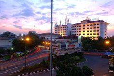 Morning.... blom move on . . . . #sky #skyporn #dawn #sunset #sunrise #sun #city #urban #urbanphotography #urbex #sunrise_sunsets_aroundworld #vsco #vscocam #landscape #longexposure #like4like #likes #likesforlikes #gofujifilm #fujifilm_xseries #fujifilm_id #explorejogja #jogjaku #lighttrails #lighttheway by awinawawii