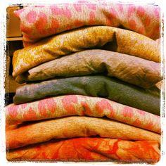 Jertse berriak prestatzen... Preparando nuevos jerséis. Laster gure denda onlinen Pronto en nuestra tienda online. http://www.maideralzaga.com/catalogos/catalogo-algodon/ by maider alzaga, via Flickr