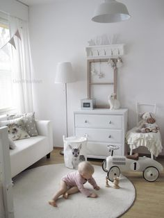 Grey & white nursery with soft pink undertones - by GREYWHITEHEART