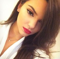 Red lipstick - Mac ruby woo