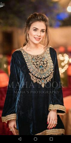 Image may contain: 1 person, standing and text Shadi Dresses, Pakistani Formal Dresses, Formal Dresses For Weddings, Pakistani Dress Design, Romantic Weddings, Pakistani Fashion Party Wear, Pakistani Wedding Outfits, Indian Fashion, Muslim Fashion