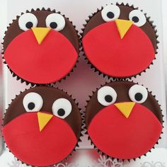 Robin Christmas Cupcakes - Cakes by Natalie Porter - Hertfordshire and Essex Christmas Fayre Ideas, Christmas Goodies, Christmas Desserts, Christmas Treats, Christmas Cakes, Xmas Cakes, Christmas Stall Ideas, Christmas Cupcake Cake, Christmas Cupcakes Decoration