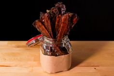 Beer-Candied Bacon - Preheat your grill for indirect; Mix ¾ cup of brown sugar with… Bacon Recipes, Sweet Recipes, Cooking Recipes, Smoker Recipes, Smoking Cooking, Pork Bacon, Cooking With Beer, Candied Bacon, Dessert Drinks