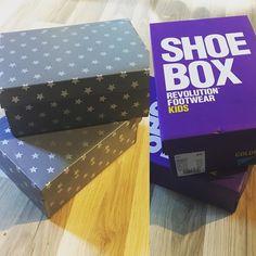 Pieni askarteluhetki.  #kenkälaatikko #askartelu #shoebox #crafts #diy #dcfix #tuunaus #säilytys #kierrätys