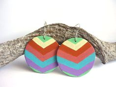Colorful wooden earrings painted with acrylic door Daisyxjewels, €7.50