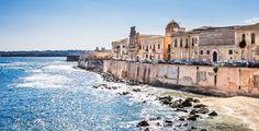 Tauche in eine atemberaubende Atmosphäre ein und entdecke Sizilien, genauer gesagt die charmante Stadt Syrakus.  Mit Voyage Privé verbringst du 3 bis 7 Nächte im 5-Sterne Des Etrangers Hotel & Spa. Im Preis ab 269.- sind das Frühstück, der Wellnesszutritt sowie der Flug inbegriffen.  Buche hier deine Ferien: https://www.ich-brauche-ferien.ch/buche-ferien-in-sizilien-fuer-nur-269/
