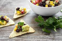 Black Bean Corn Avocado Dip on chip Low Calorie Snacks, Healthy Snacks, Healthy Recipes, Quick Snacks, Keto Snacks, Avocado Dip, Avocado Recipes, Recipe Cup, Green Bean Recipes