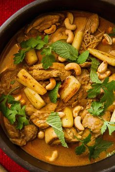 This Sri Lankan curry goes together fairly quickly despite the long list of ingredients I used skinless, boneless thigh meat, because it always stays moist and can absorb a lot of flavor from a short marinade in ginger, garlic and spices To intensify the taste, the cashews and coconut are used two ways