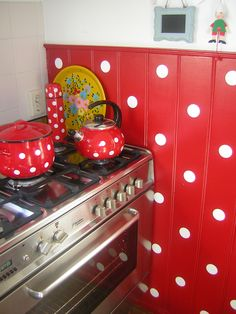 My kitchen !! Polkadots red !!