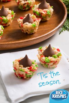 So many holiday parties, so little time. Rice Krispies® is here to help. Try out this easy recipe, perfectly suited for festive gatherings. Easy, delicious and great to share- even though you won't want to. Christmas Snacks, Christmas Brunch, Christmas Cooking, Christmas Goodies, Holiday Treats, Holiday Recipes, Holiday Parties, Christmas Recipes, Christmas Fun