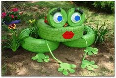 Repurposed Tire Frog, cook idea for a nice garden for kids Recycled Garden Art, Garden Crafts, Recycled Crafts, Handmade Crafts, Diy Art Projects, Garden Projects, Garden Ideas, Easy Garden, Garden Inspiration