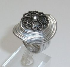 Aluminium Ring mit Kopfmuster Ring Gr 17,8  AR131 von Atelier Regina auf DaWanda.com