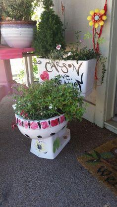 Re-purposed Toilet Planter @ www.tahoedecor.com #CarsonAveCreation #laketahoe
