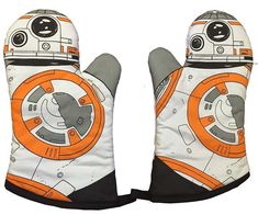 When cooking things in the oven, you need a good oven glove, so you don't burn your hand. This Star Wars: The Force Awakens Fabric Oven Glove has Cocina Star Wars, Star Wars Kitchen, Star Wars Cookies, Ultimate Star Wars, Star Wars Personajes, Star Wars Facts, Star Wars Merchandise, Disney Merchandise, Darth Vader