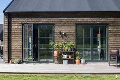intressantahus-alricsson-06 Modern Cottage, Modern Farmhouse, Barn Renovation, Tiny House Cabin, Modern Barn, Wooden House, Little Houses, Architecture, Interior Design Living Room