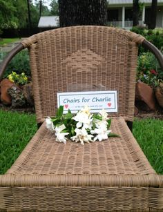 Man who inspired neighbors to set out 'Chairs for Charlie' dies from cancer