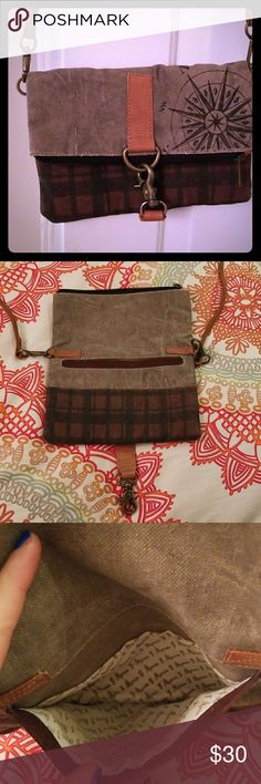 Mona B true fold north fold over canvas crossbody Mona B, super duper condition! Used once or twice, pet free smoke free home. Check out my other auctions and make an offer gals! Thanks! Mona B Bags Crossbody Bags