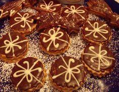 Oříškové dárečky v čokoládě | NejRecept.cz Christmas Goodies, Christmas Baking, Toblerone, Czech Recipes, Desert Recipes, Gingerbread Cookies, Nutella, Sweets, Czech Food