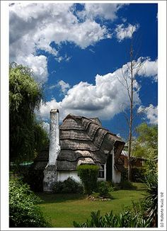 San Antonio de Arredondo, in the suburbs of the Villa Carlos Paz, Cordoba, Argentina. Storybook Homes, Storybook Cottage, San Antonio, Fairytale Cottage, Fantasy House, Unusual Homes, Second Empire, Interesting Buildings, Beautiful Fairies