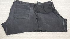 Comment recycler son jean troué en jupe ! (astuce zéro déchet à tester absolument)) Black Denim Shorts, Casual Shorts, Women, Diy, Fashion, Sewing For Beginners, Tutorial Sewing, Old Jeans Recycle, Holey Jeans