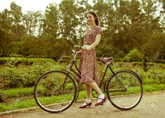 Young woman in dress posing with retro bicycle in the park. Velo Vintage, Style Vintage, Vintage Fashion, Retro Bicycle, Bicycle Women, Young Women, Poses, Stock Photos, Female