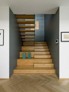 Stair Railing Design, Home Stairs Design, Interior Stairs, Home Interior Design, Interior Architecture, Railings, 3 Storey House Design, House Cladding, Modern Villa Design