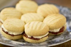 OMG – It's Catherine Roberts' Monte Carlo Biscuits Monte Carlo Biscuits, Baking Recipes, Cookie Recipes, Yummy Recipes, Anzac Biscuits, Biscuit Cookies, Baking Cookies, Small Cake, Macaroons