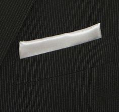 La pochette o fazzoletto da taschino deve risultare armoniosa ed interessante: si alla pochette bianca con camicia bianca, ma risulterà preferibile una pochette in tono con la cravatta. http://www.leboleuomo.it/